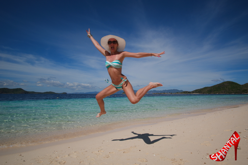 Enjoy the girlsjump at sunny blue beach at friday!